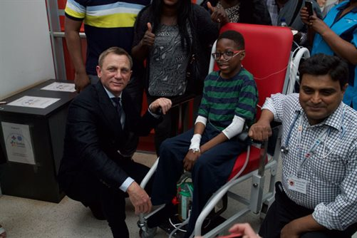 Daniel Craig and young patient Aaron Aryitey at Evelina London
