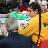 Sadiq Khan talks to patient Payvin at crafts table