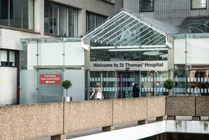 The entrance of St Thomas Hospital which leads to Evelina London hospital.