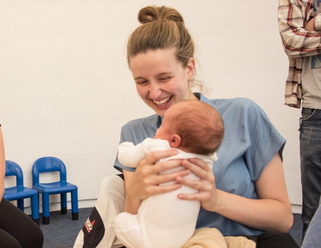 170720-mum-and-baby-with-nurse-at-breastfeeding-cafe-187-Cropped-1020x790